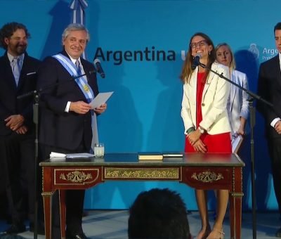 Elizabeth Gómez Alcorta jura ministra